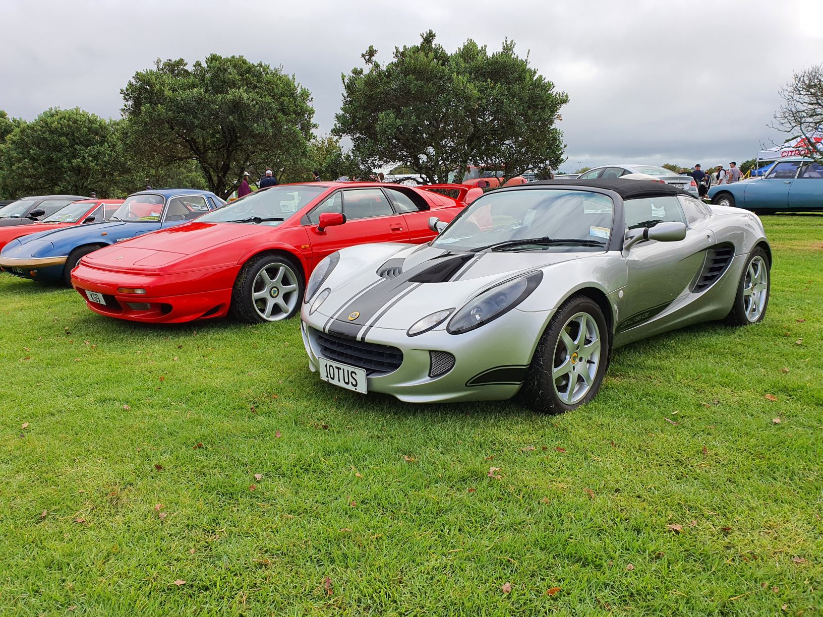 A red Lotus Esprit V8 and an Elise at Brit and Euro Auckland 2021