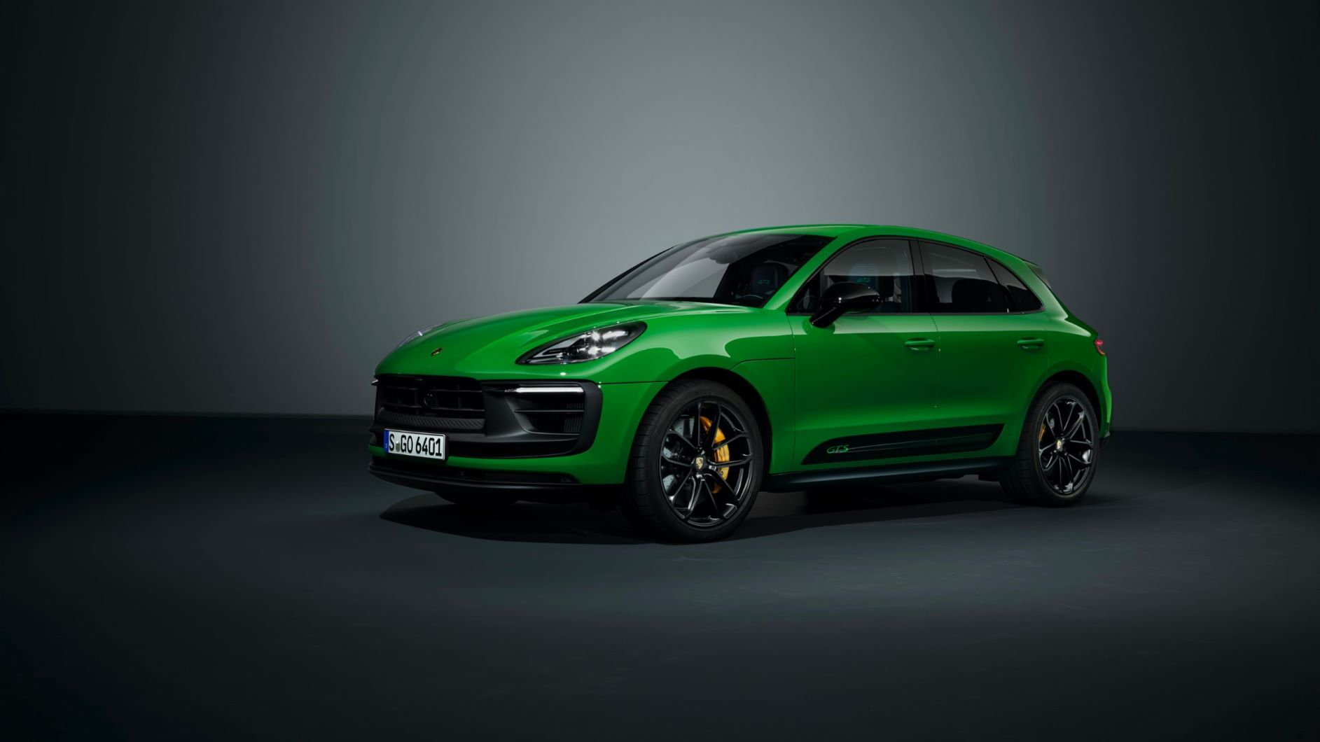 Front three quarters of the 2022 Porsche Macan GTS