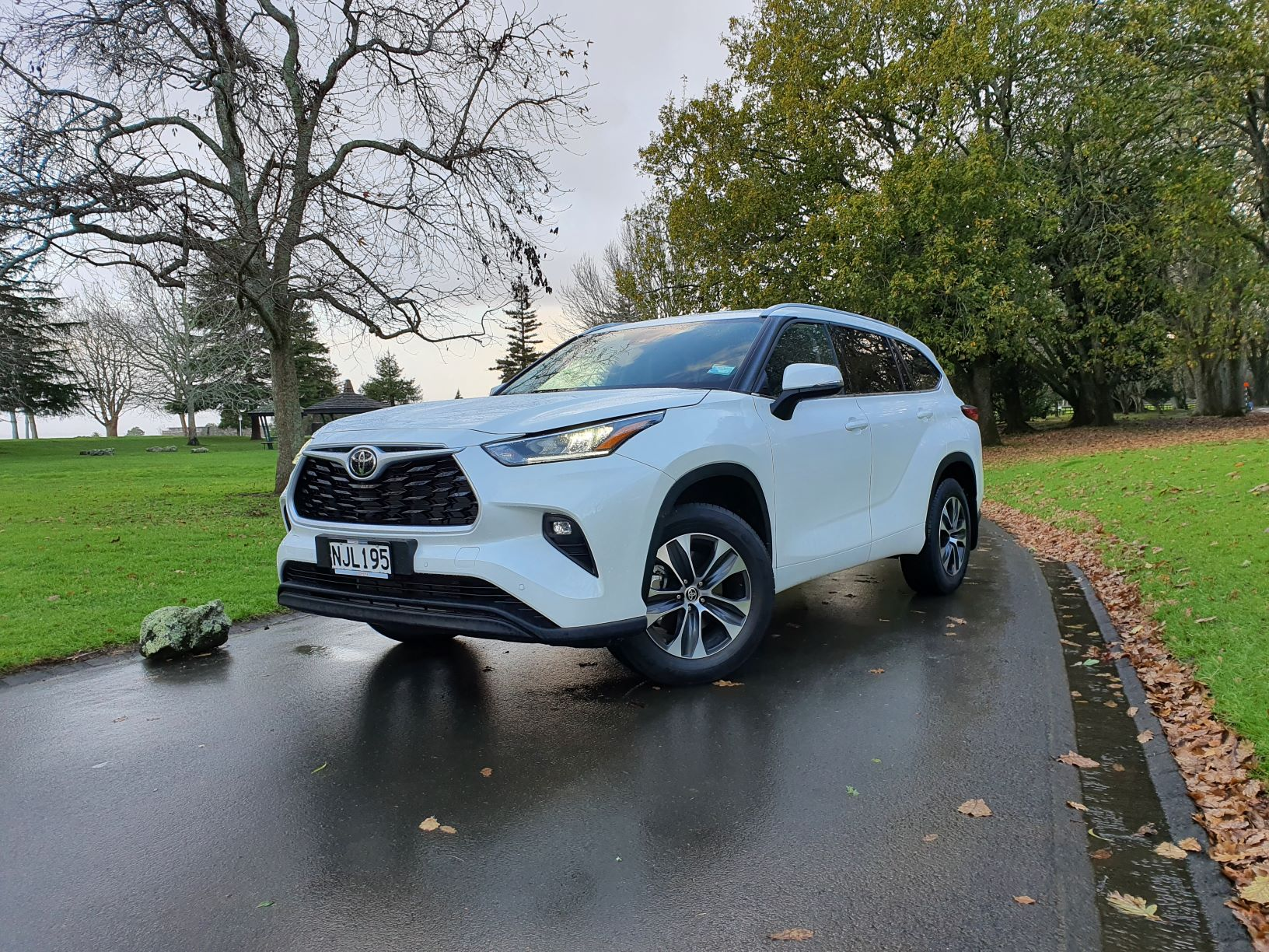 Front three quarter picture of the 2021 Toyota Highlander