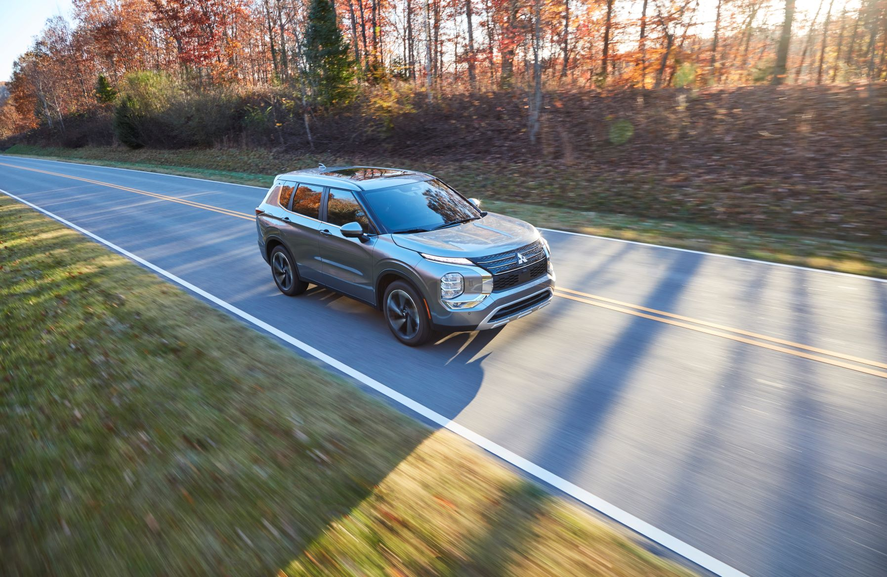 Front three quarters view of the new Mitsubishi Outlander
