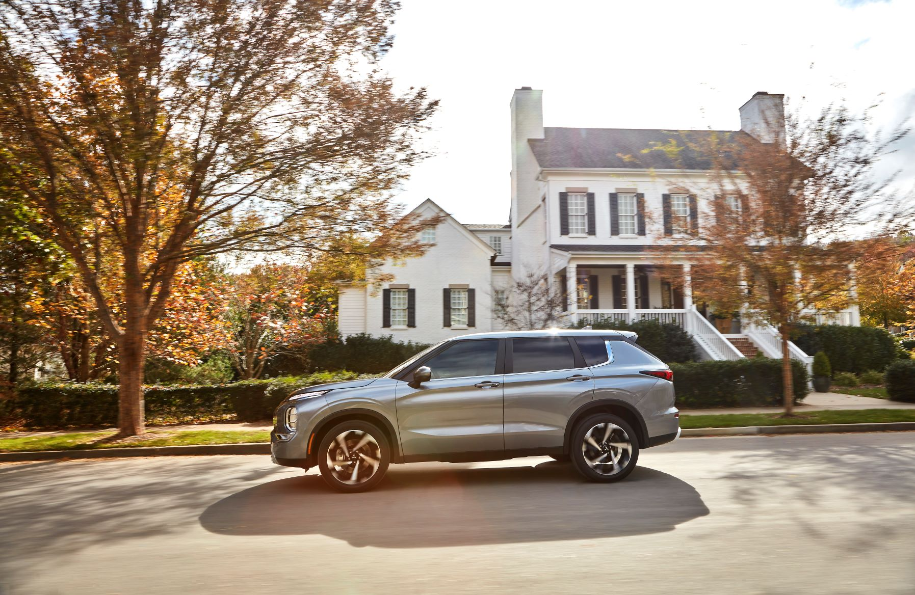 Side view of the new Mitsubishi Outlander