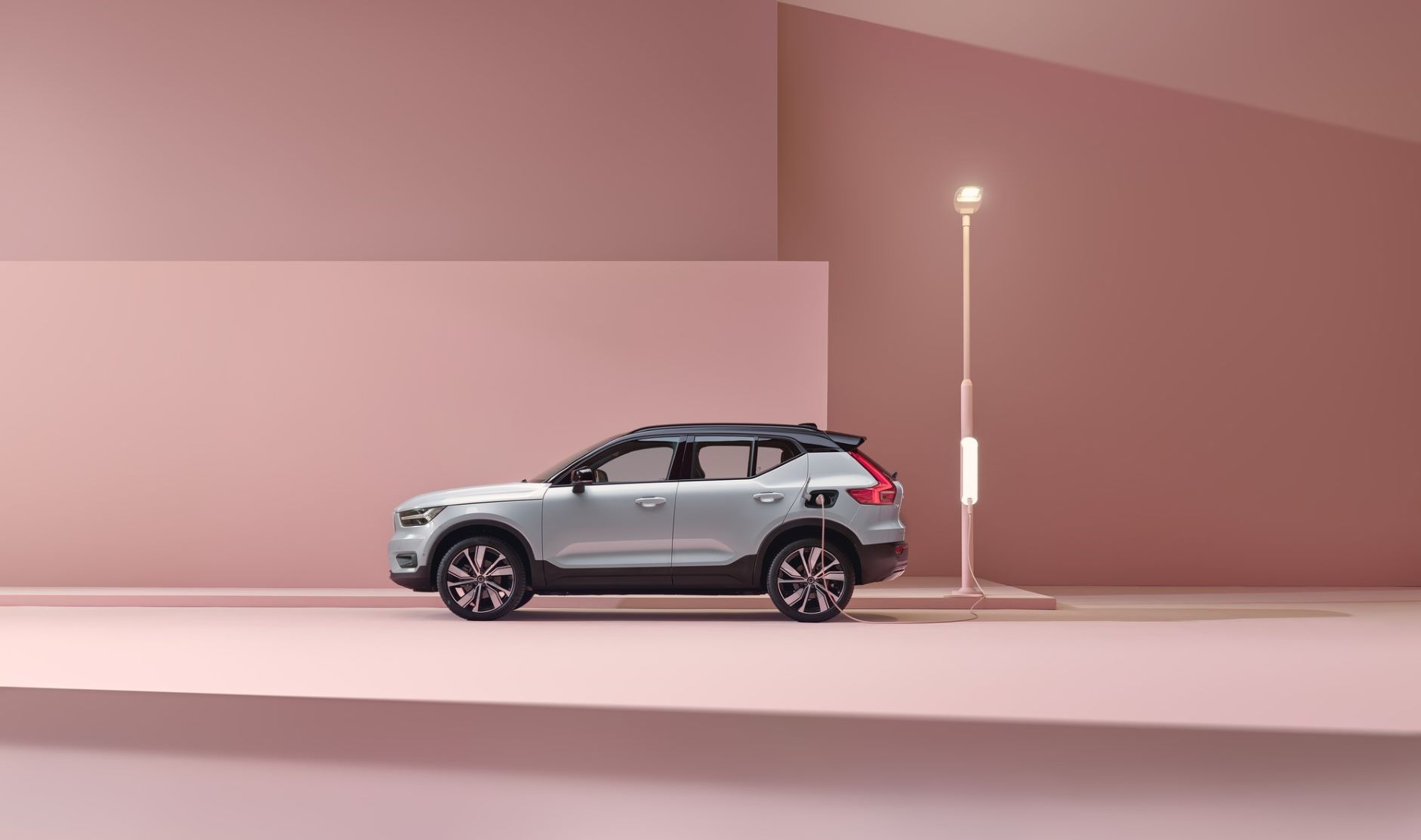 Side view of the Volvo XC40 Recharge
