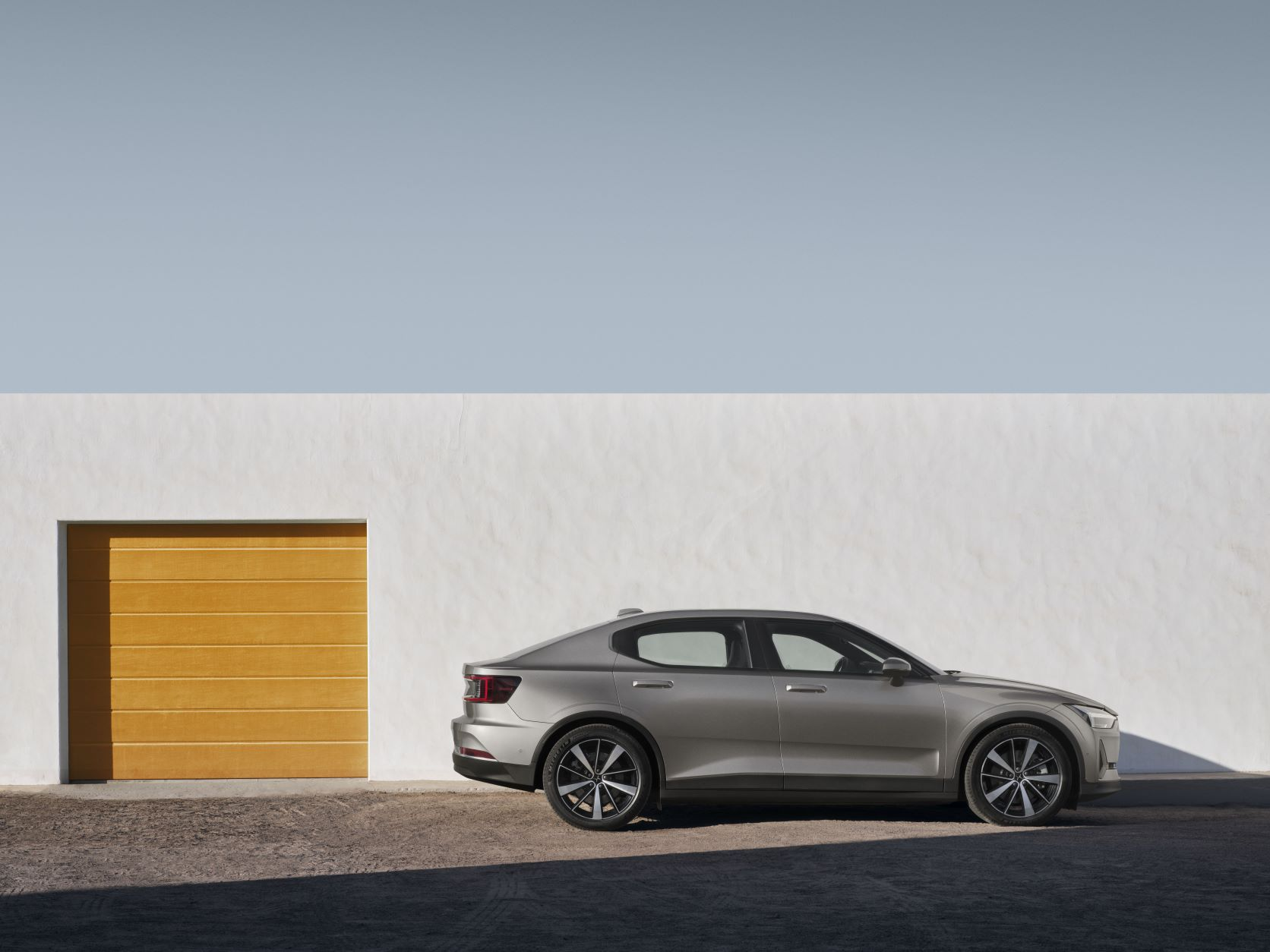 Side view of the Polestar 2 in grey